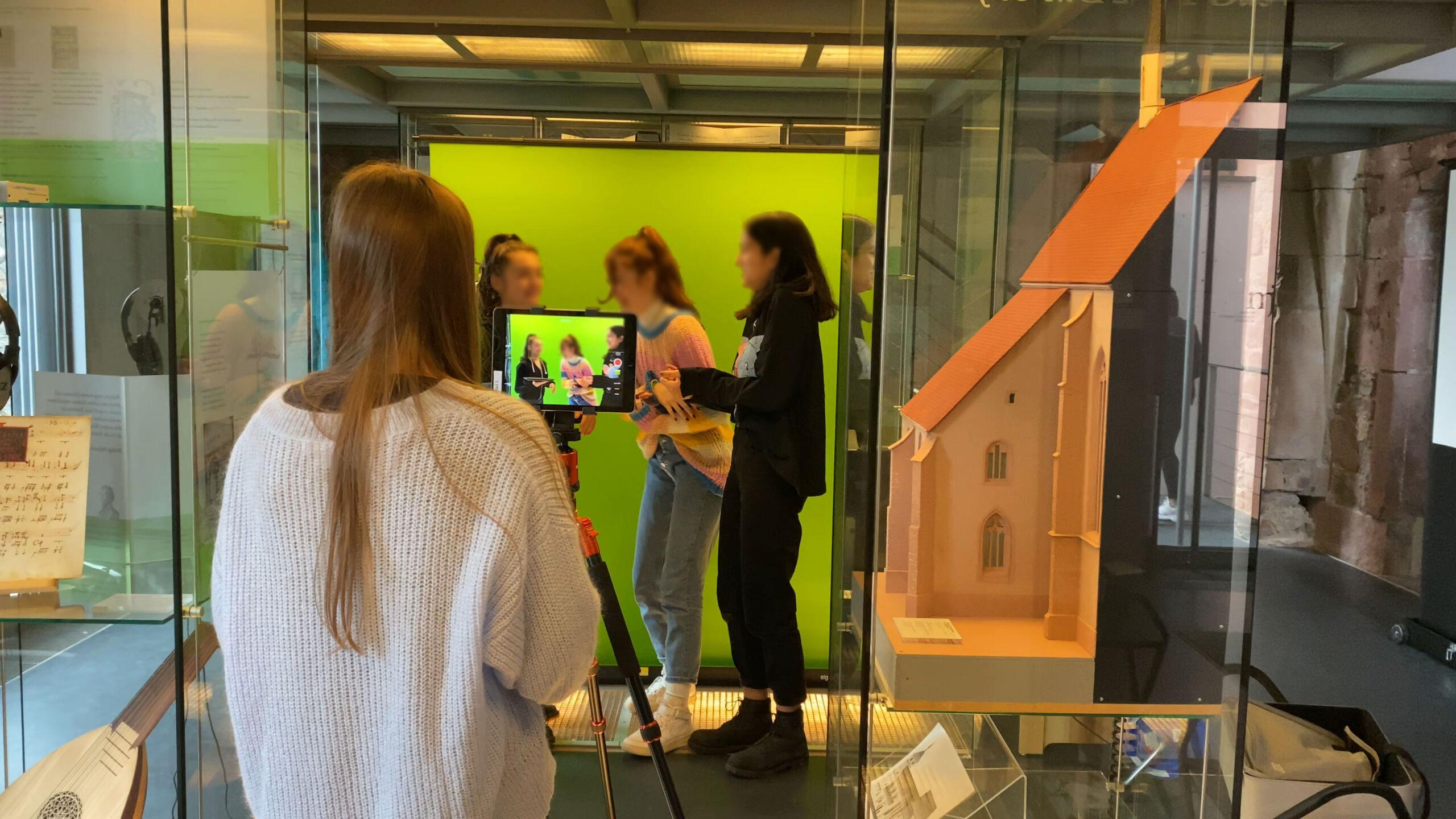Arbeit mit dem Greenscreen bei Reuchlin digital